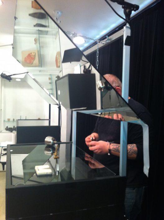 Stage de manipulation d'objets à la manière de Pierre Fourny. Louis Hugonnier et la machine miroir. Photo ALIS. Soissons.2015