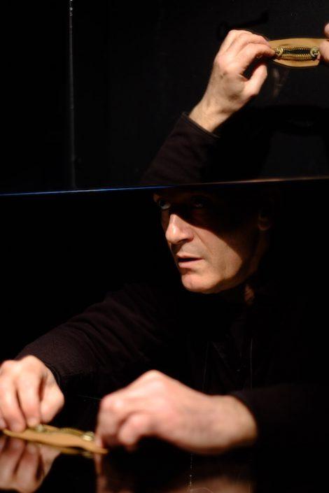 Stage de manipulation d'objets à la manière de Pierre Fourny. Machine miroir et fermeture éclair. Photo Emmanuel Pierrot. Soissons.2015